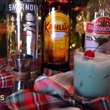 If you are on the hunt for you signature Christmas cocktail, look no further than this combination of vanilla, mint, and coffee flavors that make this White Christmas cocktail recipe a perfect drink for the Christmas season.